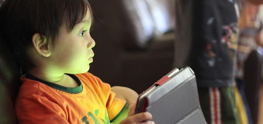 Menores de edad con Internet: riesgos y prevención